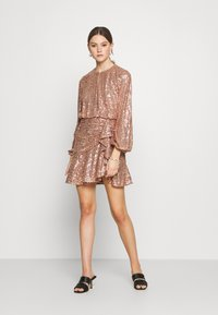 Forever New - ANDREA FLIPPY MINI DRESS - Cocktail dress / Party dress - copper - 1