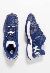 Kempa - ATTACK CONTENDER JUNIOR CAUTION - Handball shoes - midnight blue/white - 0