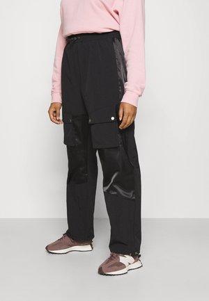 PLUS MIX WAIST TROUSER - Pantalones - black