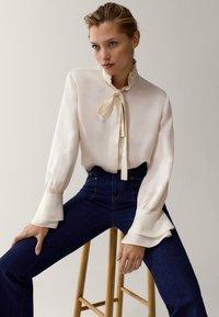Massimo Dutti - MIT VOLANT - Button-down blouse - white - 2