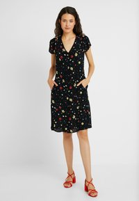 Dorothy Perkins Tall - DITSY TEA DRESS - Day dress - black - 2