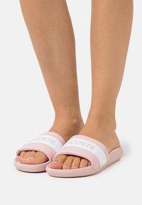 Lacoste - CROCO SLIDE  - Mules - light pink/white - 0