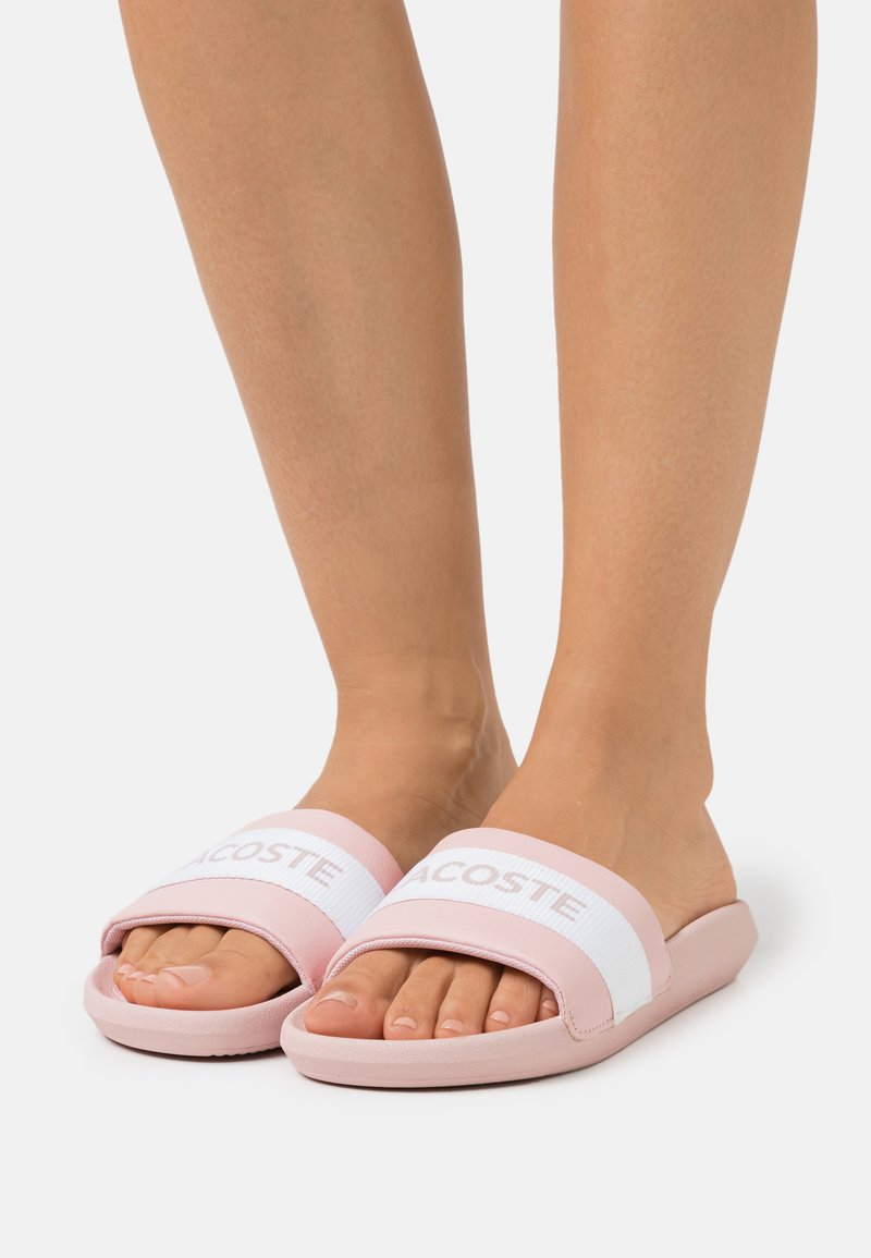 Lacoste - CROCO SLIDE  - Mules - light pink/white