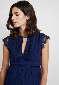 TFNC Maternity - EXCLUSIVE FINLEY MIDI DRESS - Cocktail dress / Party dress - navy - 5
