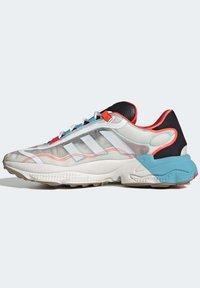 adidas Originals - OZWEEGO  - Trainers - white - 10