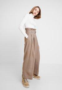 Weekday - PEYTON PAPERBAG TROUSER - Trousers - dark mole - 1