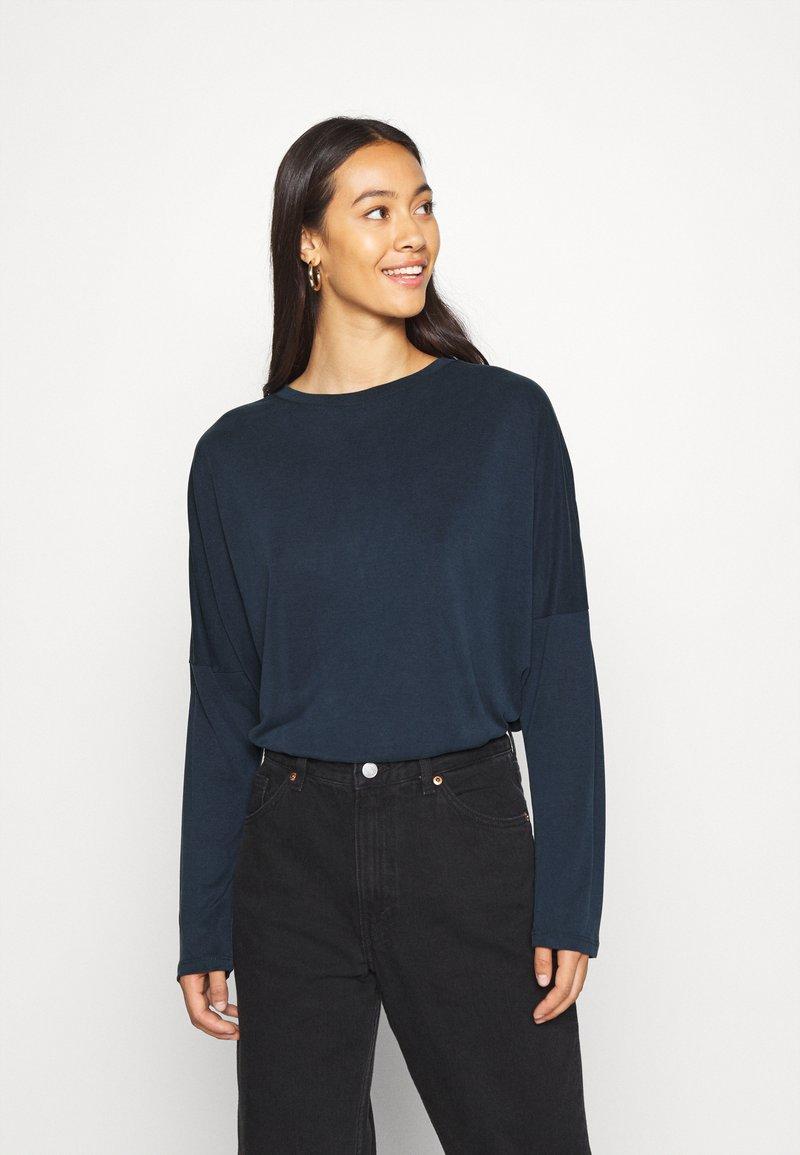 Monki - Langærmede T-shirts - navy blue