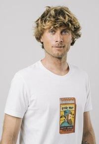 Brava Fabrics - SAFETY MATCHES - T-shirt print - white - 3