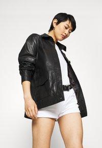 LTB - JUDIE - Shorts di jeans - white - 3