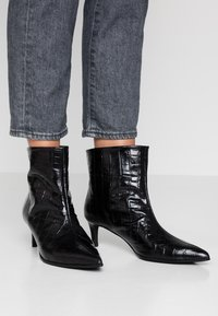 Paco Gil - MARIEL - Classic ankle boots - monterrey black - 0