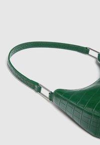 PULL&BEAR - Kabelka - mottled light green - 2