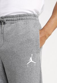 Jordan - JUMPMAN  - Tracksuit bottoms - carbon heather white - 6
