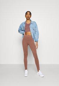 Weekday - CELESTIA SEAMLESS TIGHTS - Leggings - Trousers - brown plum - 1