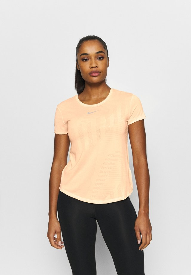 RUNWAY - T-shirt basique - melon tint/guava ice/heather/silver