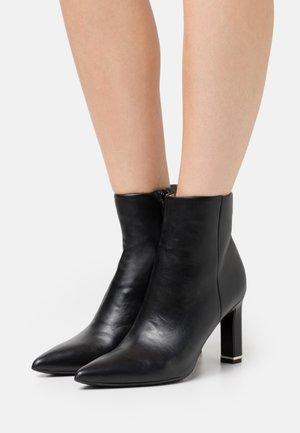 ROSELINA - Kotníková obuv na vysokém podpatku - black