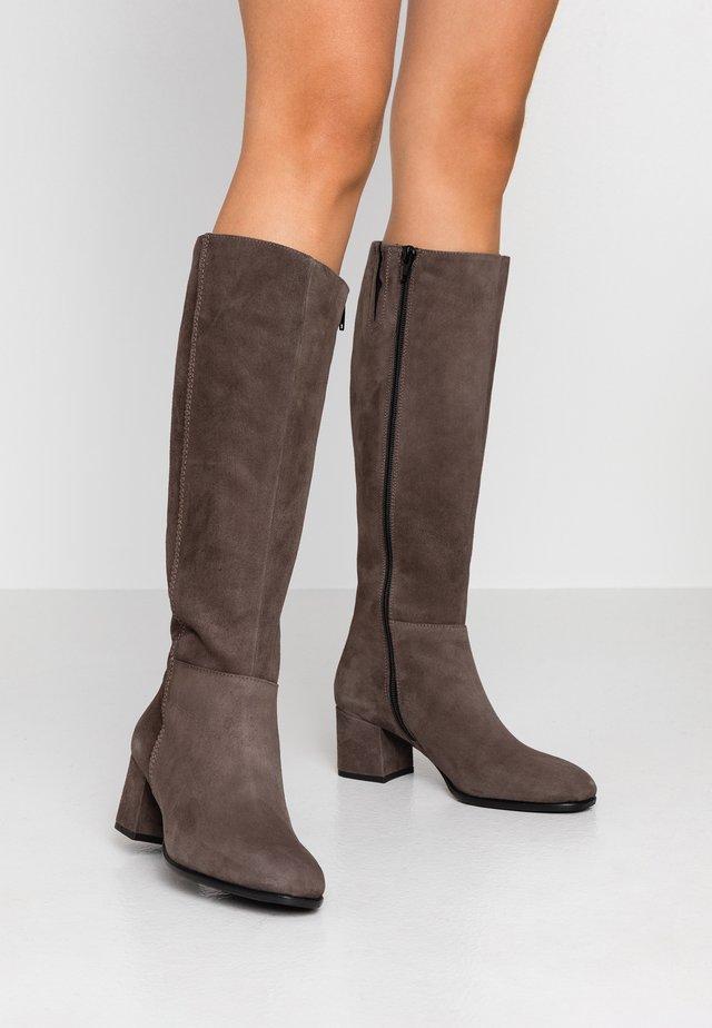 QUELA - Høje støvler/ Støvler - taupe
