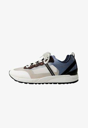 MIT TRANSPARENTEN EINSÄTZEN - Sneakers laag - weiß