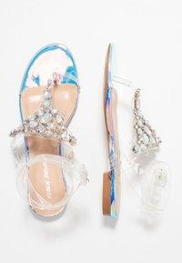 Public Desire - ELISE - Sandály s odděleným palcem - clear - 3