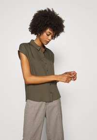 comma - KURZARM - Button-down blouse - khaki - 0