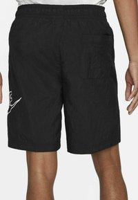 Nike Sportswear - ALUMNI  - Shorts - black - 4