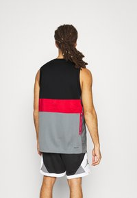 Jordan - AIR - Top - black/smoke grey/gym red - 2