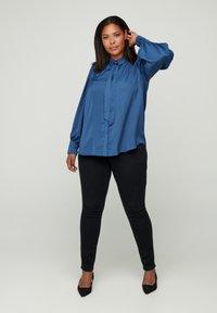Zizzi - MIT BINDEDETAIL - Button-down blouse - dark blue - 1