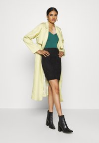 Vero Moda - VMCAVA SKIRT - Mini skirt - black - 1