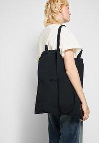 MM6 Maison Margiela - BERLIN BAG CLASSIC - Shoppingveske - black - 3