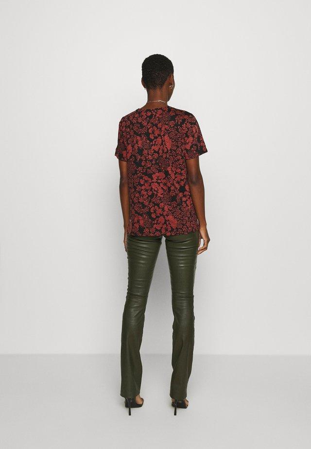 ALMA - Camiseta estampada - cayenne poetic