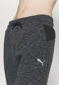 Puma - EVOSTRIPE PANTS - Pantalones deportivos - black heather - 4