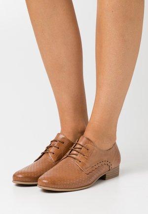 Šněrovací boty - nut