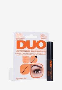 DUO - DUO BRUSH ON ADHESIVE WITH VITAMINS - False eyelashes - dark - 1