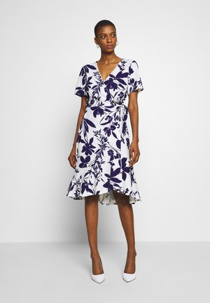ABSTRACT FLORAL FIT AND FLARE WRAP DRESS - Kjole - ivory