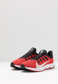 Nike Performance - QUEST 2 SE - Zapatillas de running neutras - universe red/desert sand/black/white - 2