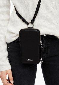 s.Oliver - Phone case - black - 2