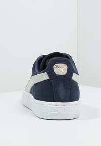 Puma - SUEDE CLASSIC+ - Baskets basses - peacoat/white - 3