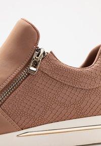 Call it Spring - SINISE - Sneakers laag - dark beige - 2