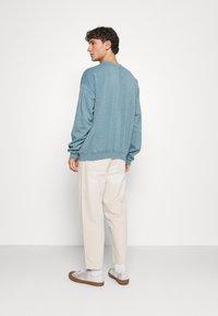 BDG Urban Outfitters - CREWNECK UNISEX - Sweatshirt - mineral green - 2
