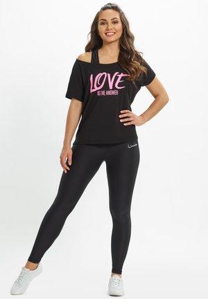 MCT002 ULTRA LIGHT  - Print T-shirt - black/glitter/neon pink