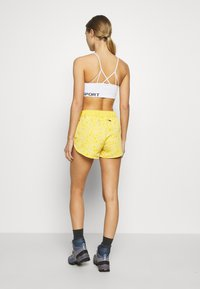 The North Face - WOMENS CLASS MINI - Sports shorts - bamboo yellow - 2