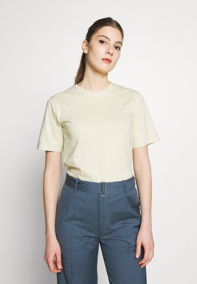CREW NECK TEE - Jednoduché triko - faded yellow