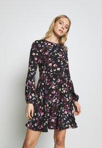 Vero Moda - VMBILLIE SHORT DRESS - Kjole - black/billie - 0