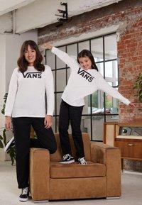 Vans - BY VANS CLASSIC LS BOYS - Longsleeve - white/black - 1