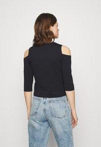 Calvin Klein Jeans - COLD SHOULDERS BOX LOGO TEE - Long sleeved top - black - 2