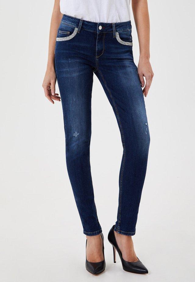 WITH JEWEL DETAILS - Skinny džíny - blue denim