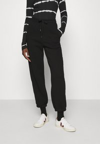 Gestuz - RUBI PANTS - Tracksuit bottoms - black - 0