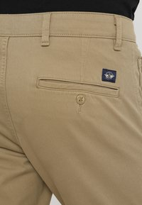 DOCKERS - SMART SUPREME FLEX SKINNY - Pantalones chinos - new british khaki - 6