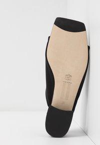 MIISTA - CATERINA - Pantofle - black - 6