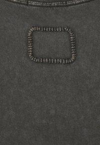 Tigha - RAMIS - Basic T-shirt - vintage stone grey - 2
