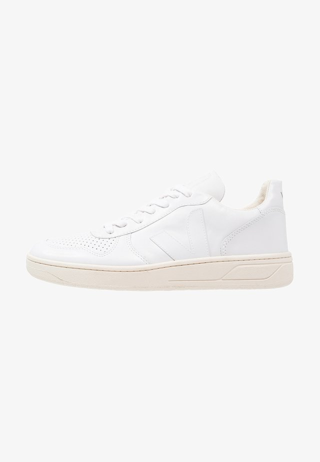 V-10 - Trainers - white